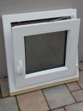 Okno biele, š 550 x v 550 mm otváravo- sklopné (OS) s čírym sklom - funkcia sklopné.