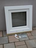 Okno biele, š 550 x v 550 mm otváravo- sklopné (OS) s čírym sklom - príslušenstvo.