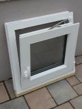 Okno biele, š 550 x v 550 mm otváravo- sklopné (OS) so sklom DKČ (dubová kôra číra) - funkcia sklopné.