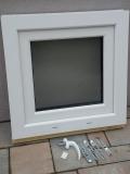 Okno biele, š 600 x v 600 mm otváravo- sklopné (OS) so sklom DKČ (dubová kôra číra) - príslušenstvo.