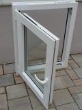 Okno biele, š 600 x v 800 mm otváravo- sklopné (OS) s čírym sklom - funkcia otvorené.