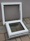 Okno biele, š 550 x v 550 mm sklopné (S) so sklom DKČ (dubová kôra číra) - funkcia otvorené.