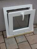 Okno biele, š 550 x v 550 mm sklopné (S) s čírym sklom - funkcia sklopné.