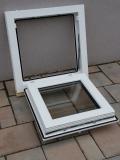 Okno biele, š 550 x v 550 mm sklopné (S) s čírym sklom - funkcia otvorené.