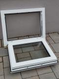 Okno biele, š 700 x v 550 mm sklopné (S) s čírym sklom - funkcia otvorené.